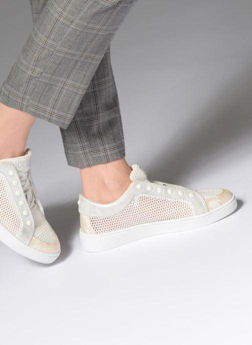 Sneaker Guess Gisela weiß ansicht von unten / tasche getragen