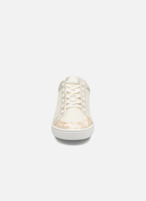 Sneakers Guess Gisela Bianco modello indossato
