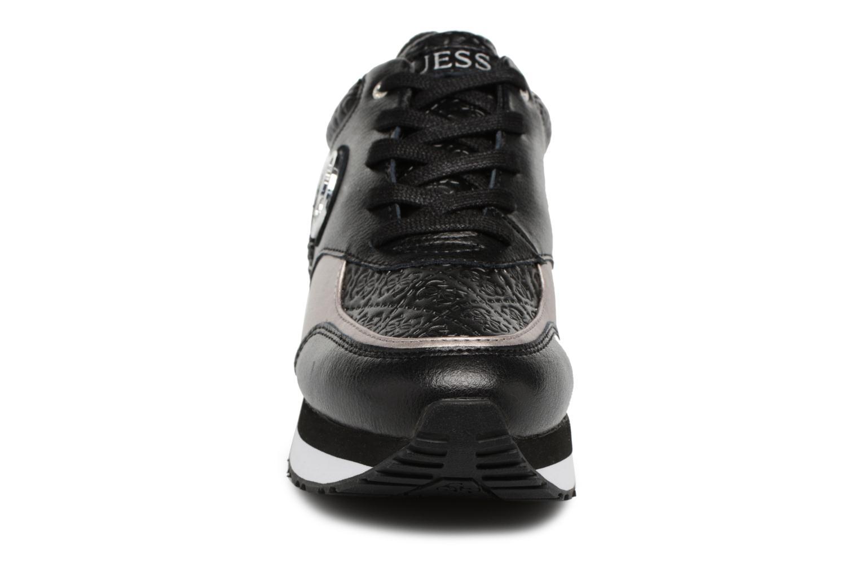 Baskets Guess Rimma1 Noir vue portées chaussures