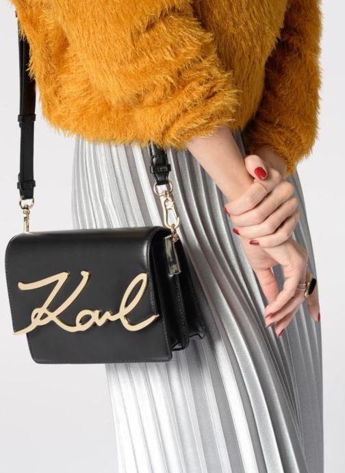 Sacs à main KARL LAGERFELD K Signature Shoulder Bag Noir vue bas / vue portée sac