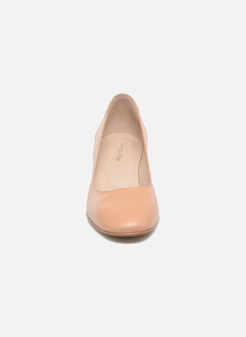 Zapatos de tacón Georgia Rose Taclou Beige vista del modelo