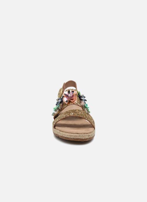 Sandali e scarpe aperte Molly Bracken Linizia Oro e bronzo modello indossato