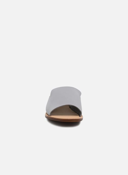 Zuecos Pieces Peninna Leather sandal Gris vista del modelo