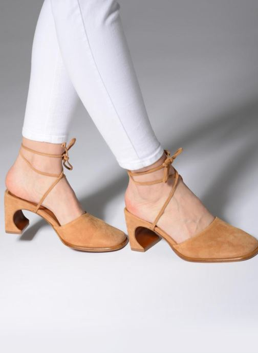 Mules & clogs BY FAR Iris Brown view from underneath / model view