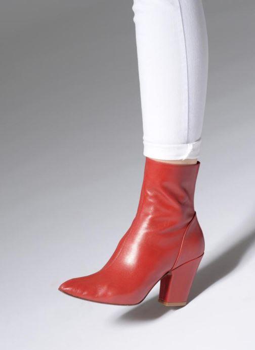 Bottines et boots BY FAR Niki boot Rouge vue bas / vue portée sac