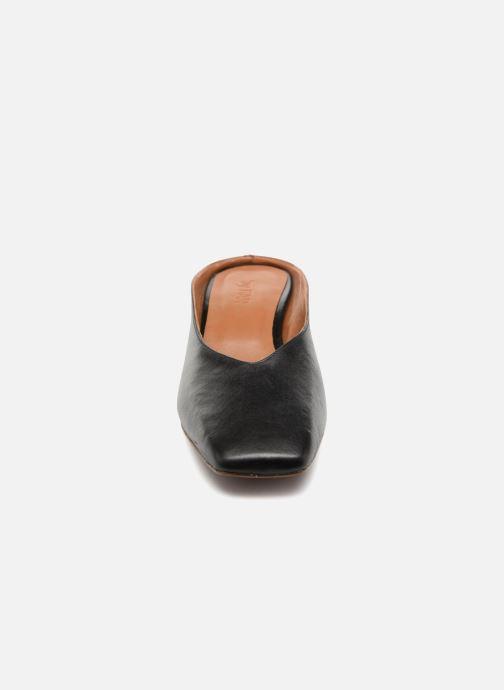 Wedges BY FAR Karen Zwart model