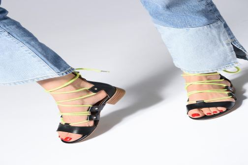 Sandales et nu-pieds Made by SARENZA 90's Girls Gang Sandales Plates #1 Noir vue bas / vue portée sac