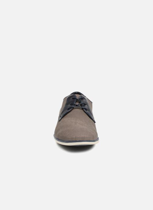 Scarpe con lacci I Love Shoes KEMO Grigio modello indossato