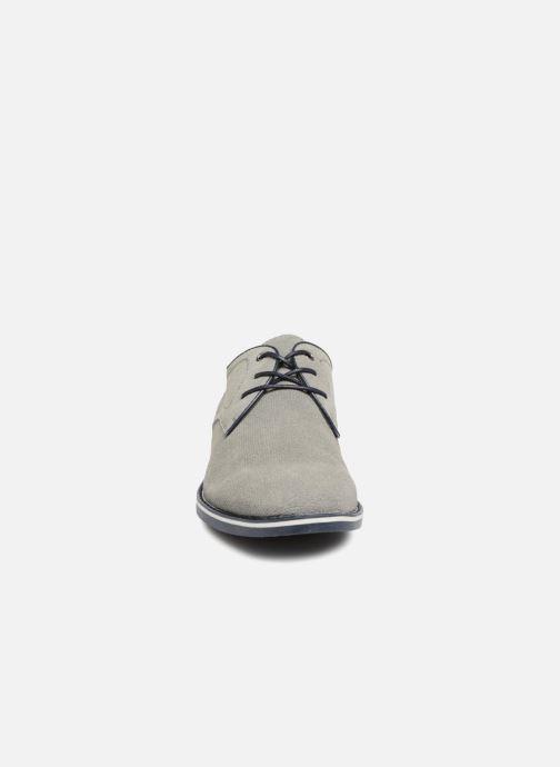 Scarpe con lacci I Love Shoes KELUIR Leather Grigio modello indossato