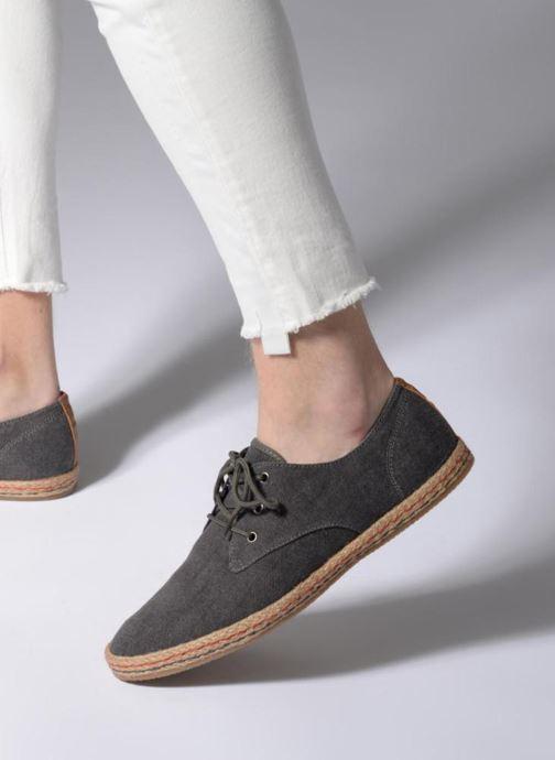 Baskets I Love Shoes KELOMI Gris vue bas / vue portée sac
