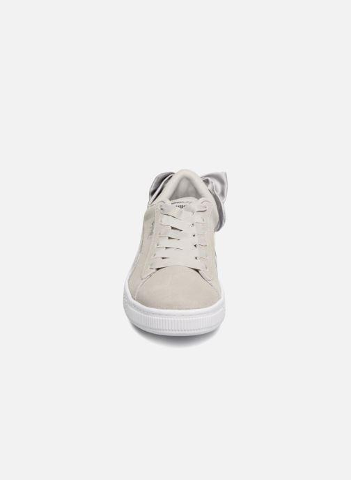 Baskets Puma Suede Bow Gris vue portées chaussures