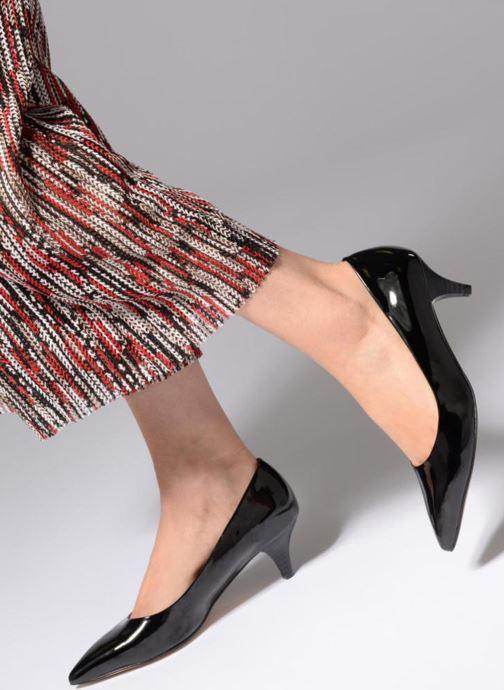 High heels Esprit Bijou pump Black view from underneath / model view