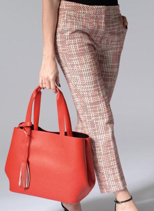 Handtaschen Pieces Illu Shopper rot ansicht von unten / tasche getragen