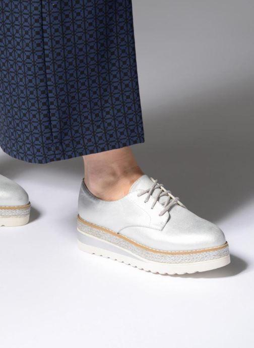 Schnürschuhe I Love Shoes Thoussey silber ansicht von unten / tasche getragen