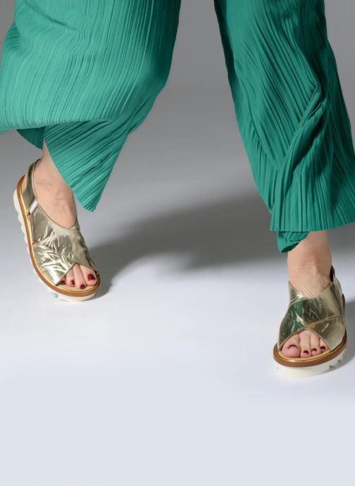 Sandales et nu-pieds MAURICE manufacture Lizan version 3 Or et bronze vue bas / vue portée sac