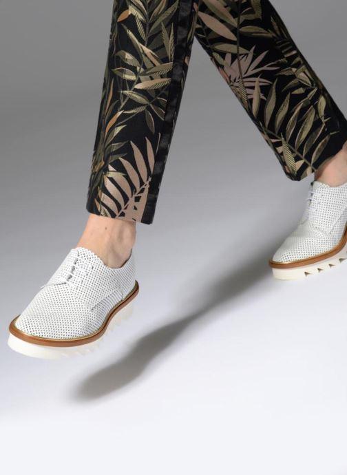 Chaussures à lacets MAURICE manufacture Shum version 1 Blanc vue bas / vue portée sac