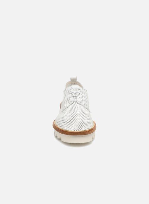 Chaussures à lacets MAURICE manufacture Shum version 1 Blanc vue portées chaussures