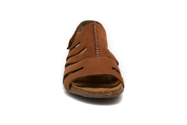 Sandales et nu-pieds El Naturalista Wakataua N5065 Marron vue portées chaussures