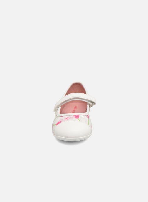 Ballerines Agatha Ruiz de la Prada Glow 2 Blanc vue portées chaussures
