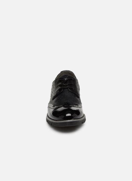 Scarpe con lacci S.Oliver Eliliane Nero modello indossato