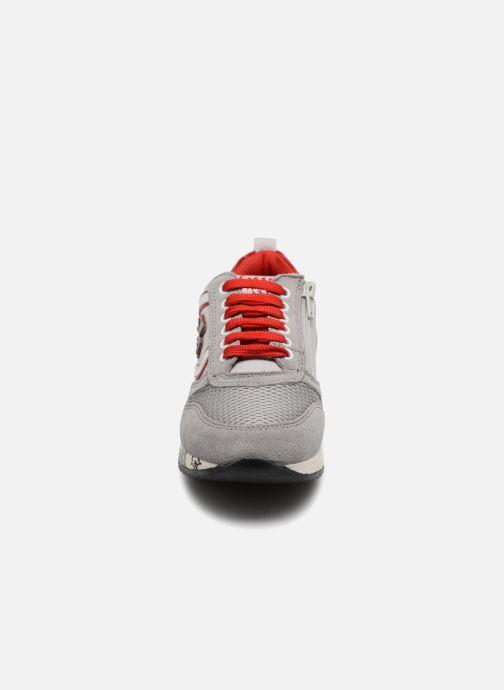 Sneakers ASSO Luca Grigio modello indossato