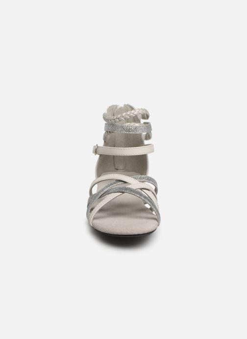 Sandali e scarpe aperte Bullboxer Fabia Grigio modello indossato