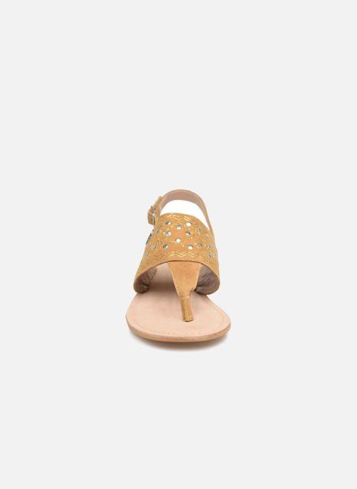 Sandales et nu-pieds Kaporal Moost Jaune vue portées chaussures
