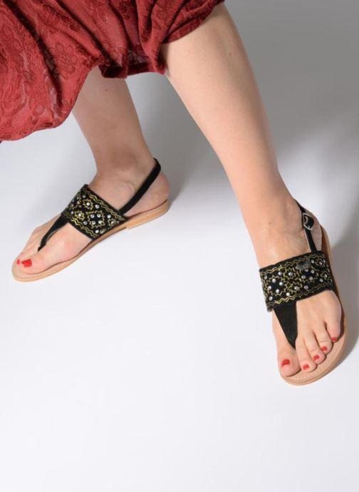 Sandales et nu-pieds Kaporal Moost Noir vue bas / vue portée sac