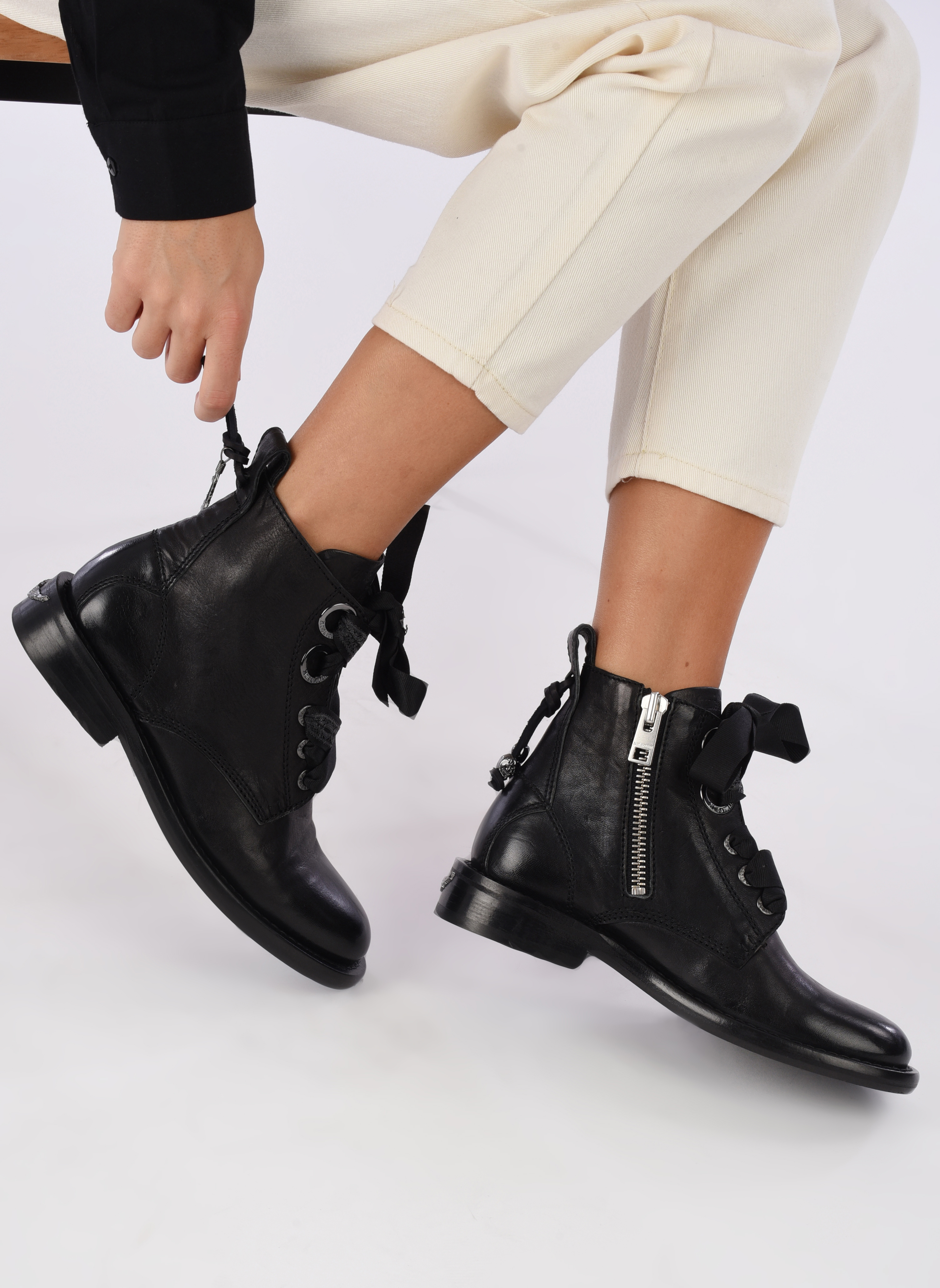 Bottines et boots Zadig & Voltaire Laureen Roma Noir vue bas / vue portée sac