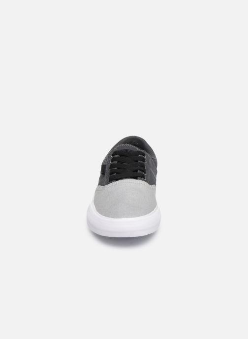 Baskets Supra Cobalt Gris vue portées chaussures