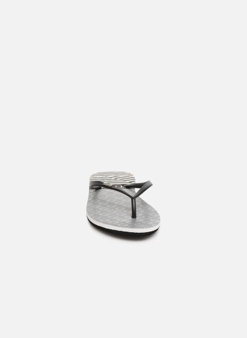 Zehensandalen Roxy Viva Stamp II schwarz schuhe getragen