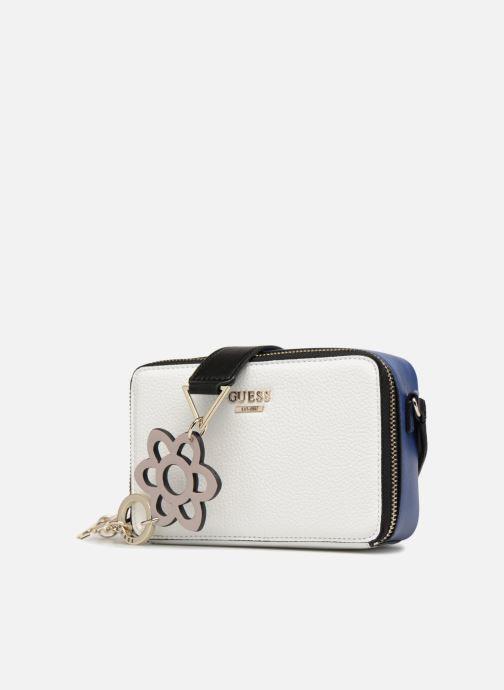 Handtaschen Guess Dania Mini Crossbody Top Zip weiß schuhe getragen