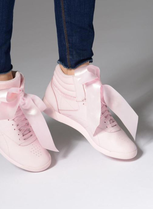 Trainers Reebok Freestyle Hi Satin Bow Pink view from underneath / model view