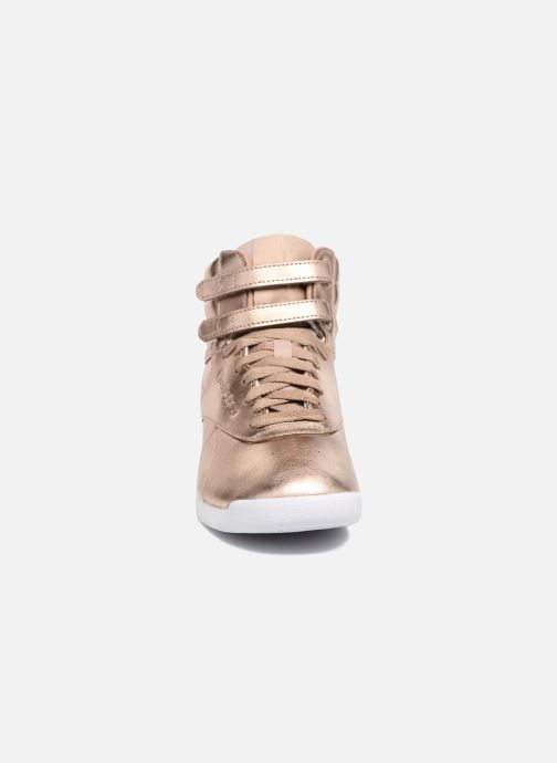 Baskets Reebok Freestyle Hi Metallic Or et bronze vue portées chaussures