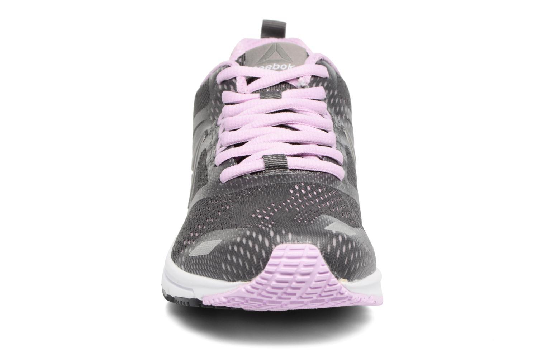 Chaussures de sport Reebok Ahary Runner Gris vue portées chaussures