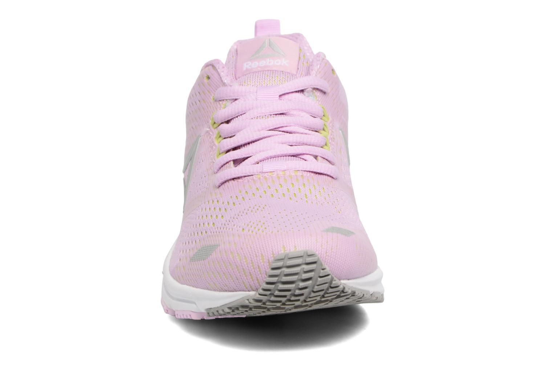 Chaussures de sport Reebok Ahary Runner Rose vue portées chaussures
