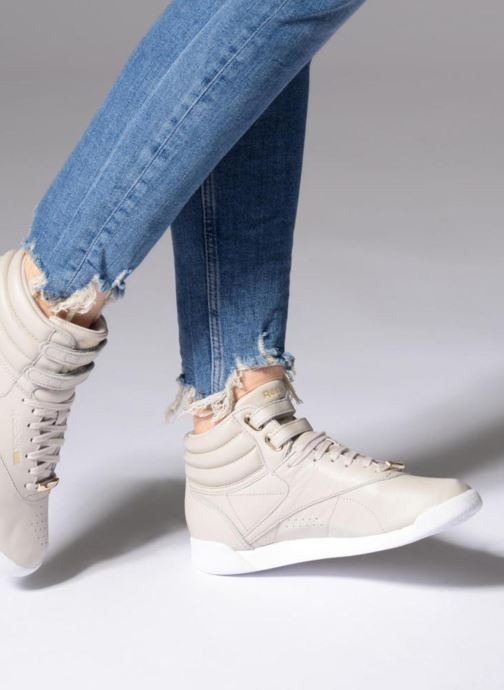 Baskets Reebok Freestyle Hi Muted Gris vue bas / vue portée sac