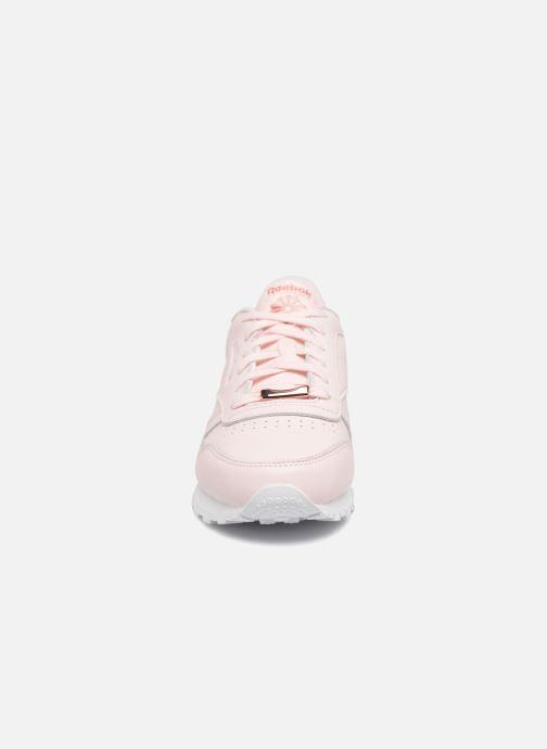 Sneakers Reebok ClassicLeather Hw Rosa modello indossato