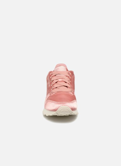 Baskets Reebok ClassicLeather Satin Rose vue portées chaussures