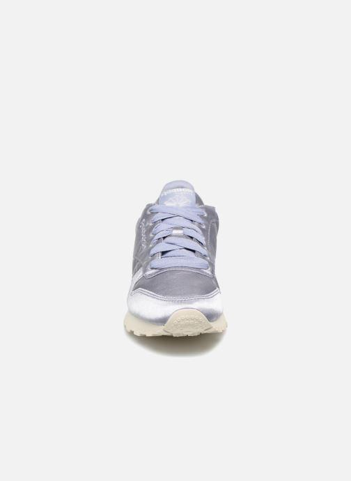 Baskets Reebok ClassicLeather Satin Violet vue portées chaussures