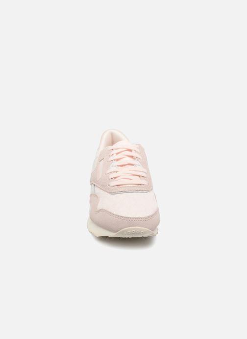 Baskets Reebok ClassicNylon Cold Pastel Rose vue portées chaussures