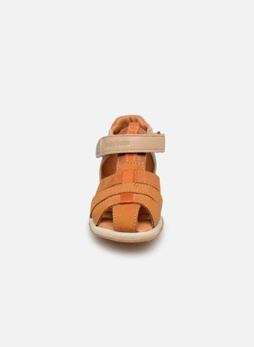 Sandalias Babybotte Typo Marrón vista del modelo
