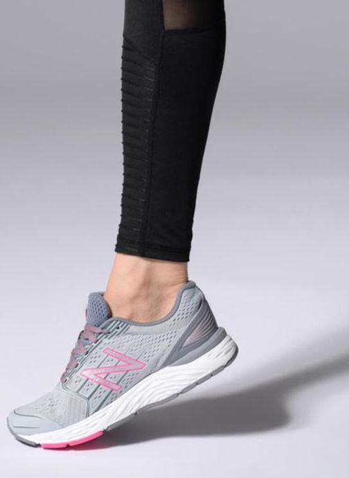 Chaussures de sport New Balance W680L Gris vue bas / vue portée sac