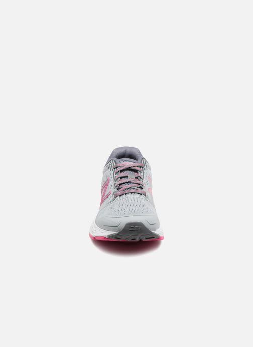 Chaussures de sport New Balance W680L Gris vue portées chaussures