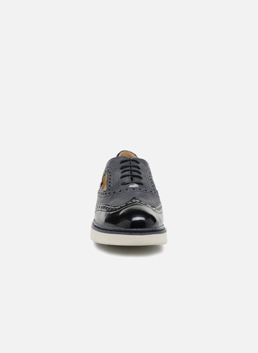 Zapatos con cordones Geox D THYMAR A D824BA Azul vista del modelo