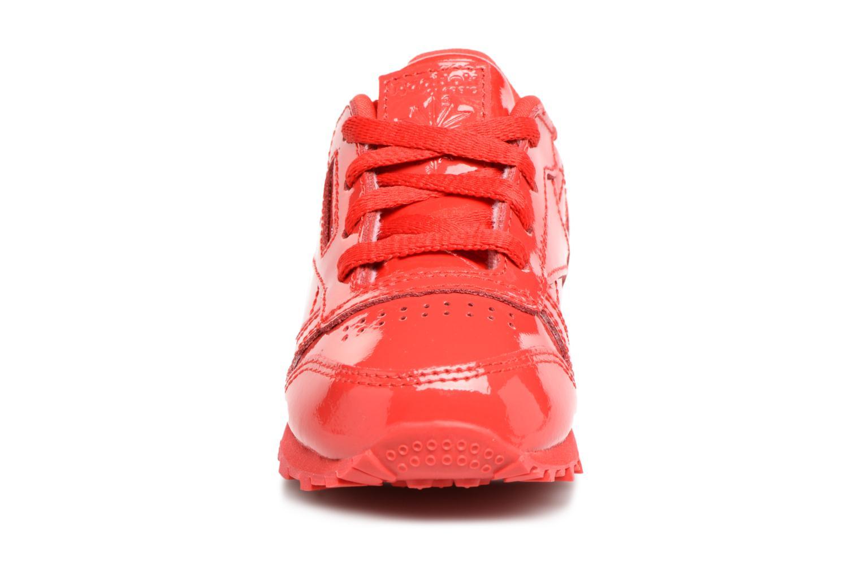 Sneakers Reebok Classic Leather Patent I Rosso modello indossato