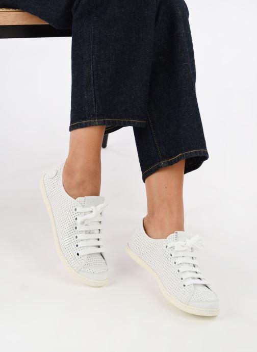 Sneaker Camper Uno 1 weiß ansicht von unten / tasche getragen
