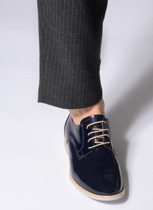 Chaussures à lacets Georgia Rose Nouga Bleu vue bas / vue portée sac