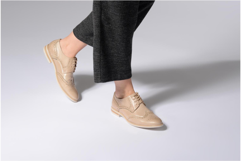 Chaussures à lacets Georgia Rose Nissa Beige vue bas / vue portée sac