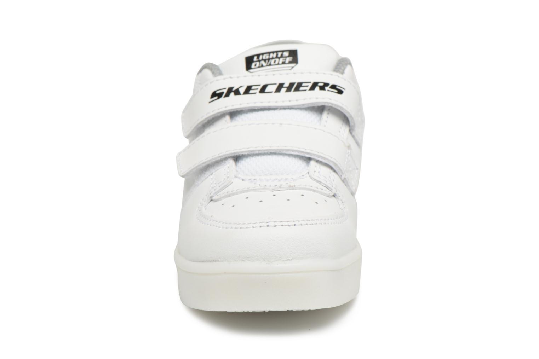 Baskets Skechers Energy Lights 2 Blanc vue portées chaussures